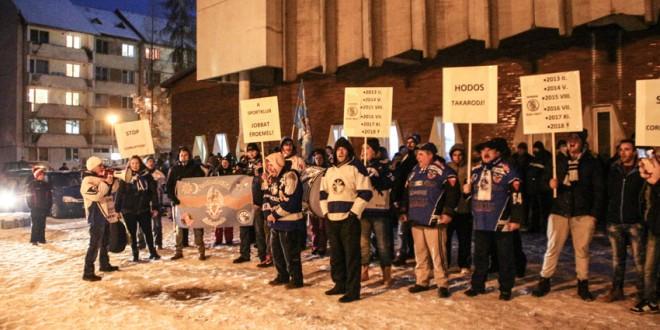 Protest al suporterilor ciucani faţă de situaţia în care a ajuns echipa de hochei