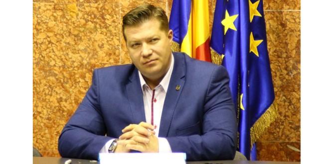 Prefectul a atenţionat primăriile din judeţ cu privire la obligativitatea de a lua măsurile necesare pentru sărbătorirea Zilei Naţionale a României