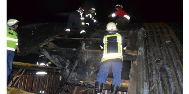 Pagube de aproximativ 100.000 de lei, în urma unui incendiu la acoperişul patinoarului din Gheorgheni