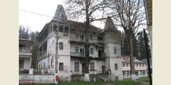 Monumentele istorice nu se construiesc, se moştenesc (III): La Borsec, o vilă a fost dărâmată fără ştirea Direcţiei Judeţene pentru Cultură