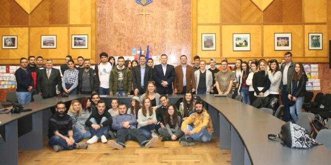 Proiecte de succes din judeţ, prezentate unor tineri din Bulgaria, Macedonia, Slovacia, Turcia şi România