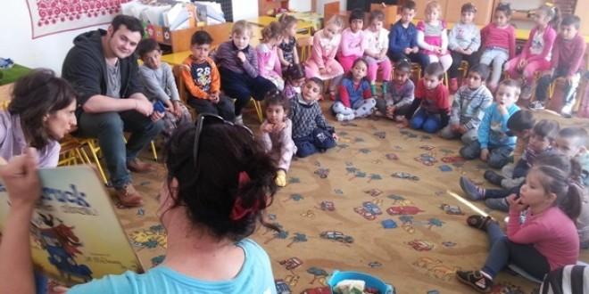 230 de copii şi părinţii lor au participat la sesiuni de citit interactiv, la grădiniţă