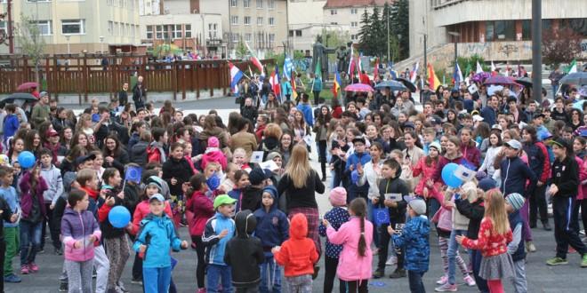 Miercurea Ciuc: Manifestări dedicate împlinirii a 141 de ani de la Proclamarea Independenţei de Stat a României, a 73 de ani de la Victoria Naţiunilor Unite asupra nazismului, Zilei Veteranilor de Război şi Zilei Europei
