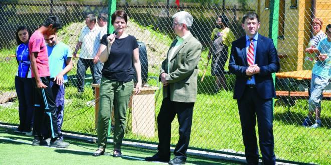 A fost inaugurat terenul de sport din curtea Complexului de Servicii Miercurea-Ciuc