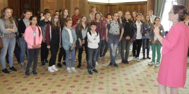 Elevi de la şcolile cu predare în limba maghiară din Harghita, premiaţi la Palatul Victoria