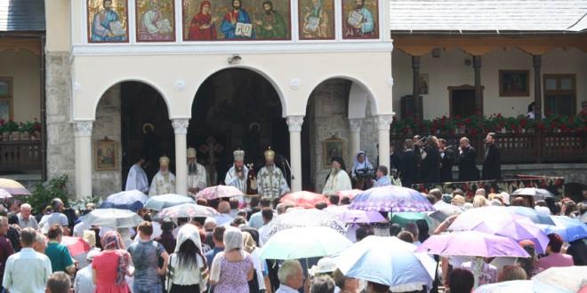 """Mănăstirea """"Sfântul Prooroc Ilie Tesviteanul"""" din Topliţa şi-a sărbătorit ocrotitorul"""