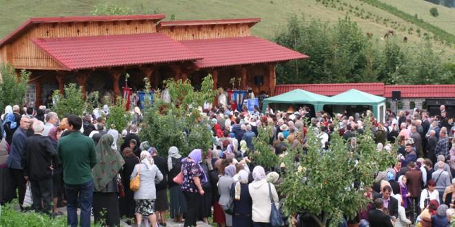 """Sfinţirea bisericii noi a Mănăstirii """"Tăierea Capului Sf. Ioan Botezătorul"""" din Făgeţel"""