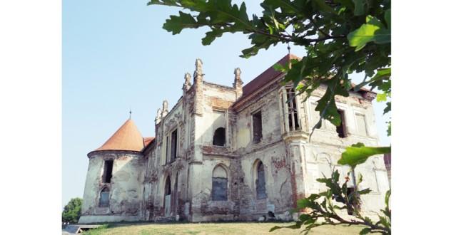 """""""Educaţie prin restaurare şi restaurare prin educaţie"""" la Castelul Bánffy din Bonţida"""