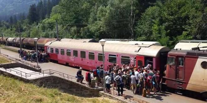 Angajaţii din sistemul feroviar strâng semnături pentru sensibilizarea clasei politice de a investi în reabilitarea căii ferate