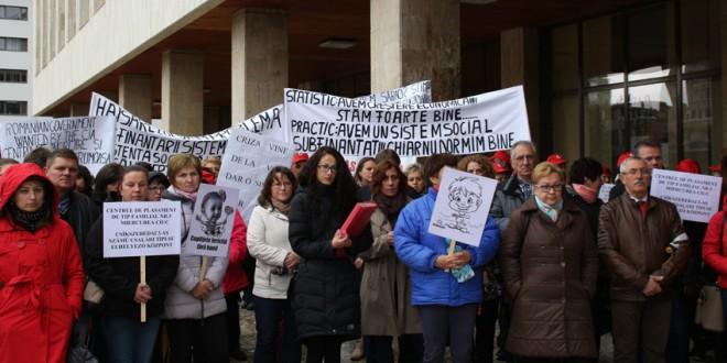 Protest al angajaţilor din sistemul harghitean de asistenţă socială