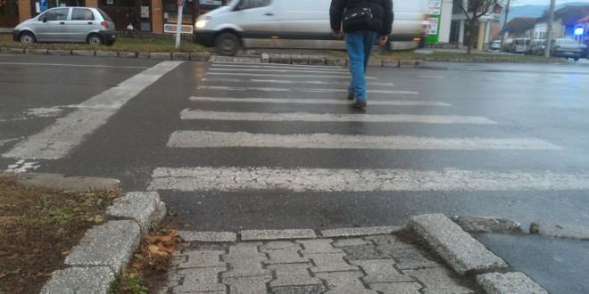 Cât sunt de accesibile trotuarele la nivelul municipiilor şi oraşelor harghitene pentru persoanele cu dizabilităţi?
