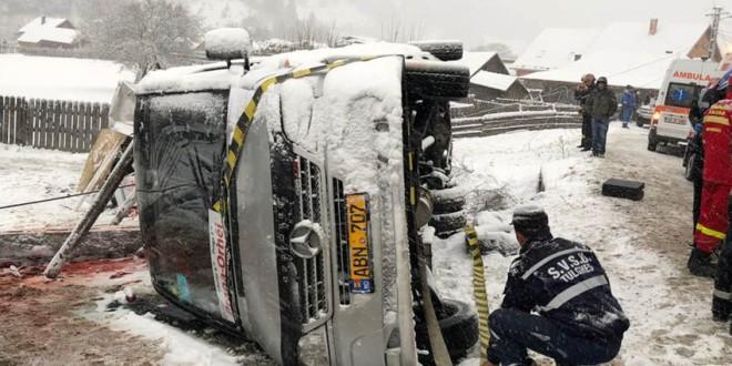Microbuz răsturnat între Borsec și Tulgheș: două persoane decedate și alte 7 au fost transportate la spital