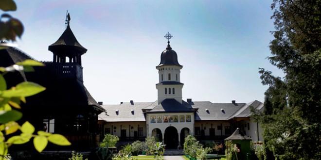 """Regele Mihai I, într-o pictură din Mănăstirea """"Sfântul Proroc Ilie"""" din Topliţa"""