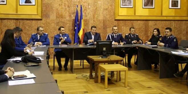 Jandarmii, poliţiştii şi cei de la ISU vor avea grijă ca sărbătorile să treacă fără neplăceri