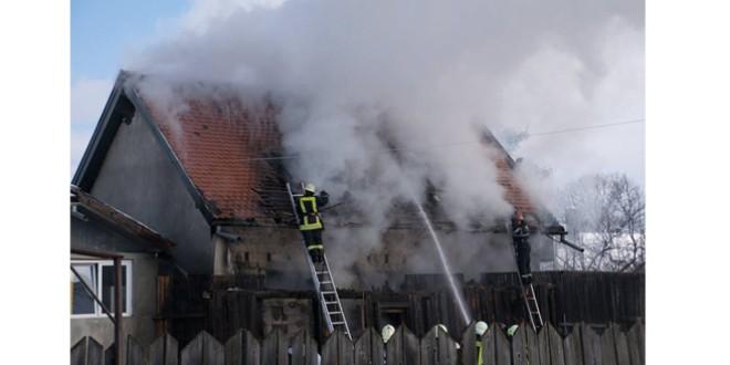 Femeie decedată într-un incendiu la un atelier de tapiţerie auto din Siculeni
