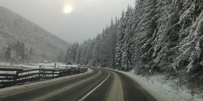 Sectoarele de drumuri publice din judeţ care pot crea probleme şoferilor pe timpul sezonului rece