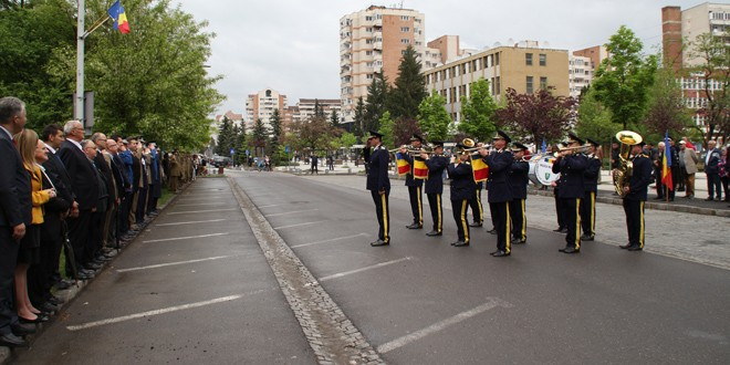 142 de ani de la Proclamarea Independenţei de Stat a României, 74 de ani de la Victoria Naţiunilor Unite asupra nazismului, Ziua Veteranilor de Război şi Ziua Europei