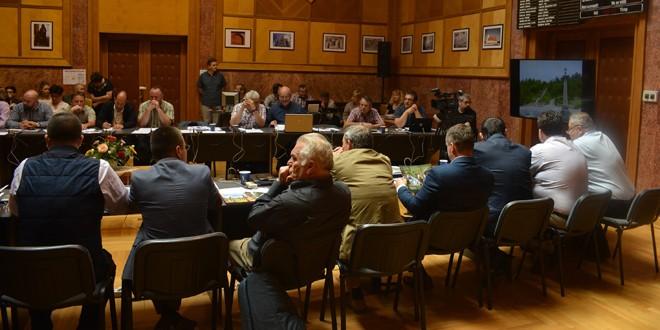 Tineri premiaţi şi co-finanţări pentru proiecte europene, la şedinţa ordinară a consiliului judeţean, convocată de Ziua Europei şi Tineretului harghitean