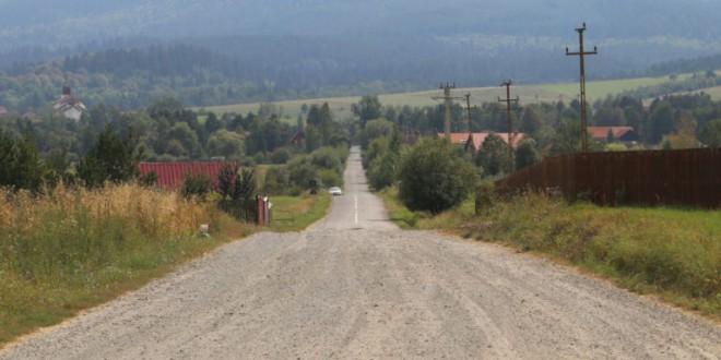 Planuri de reabilitare a trei drumuri judeţene din zona Ciuc
