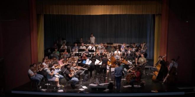 Elena Mîndru şi Orchestra Română de Tineret, în recital la Topliţa
