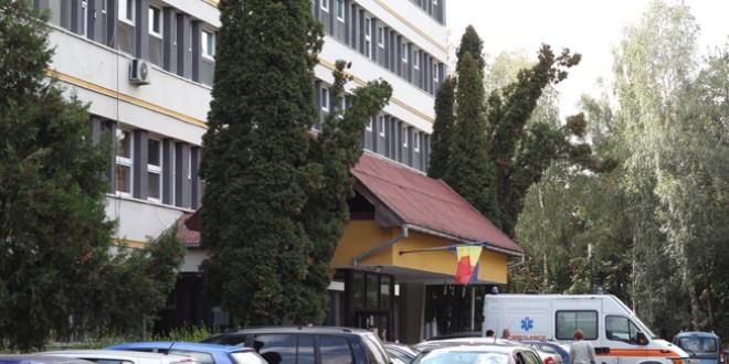 Opt angajaţi ai Spitalului Judeţean de Urgenţă confirmaţi cu SARS-CoV-2