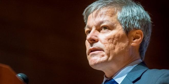 Fostul premier Dacian Cioloş, acuzat că a blocat includerea pelerinajului de la Şumuleu pe lista UNESCO