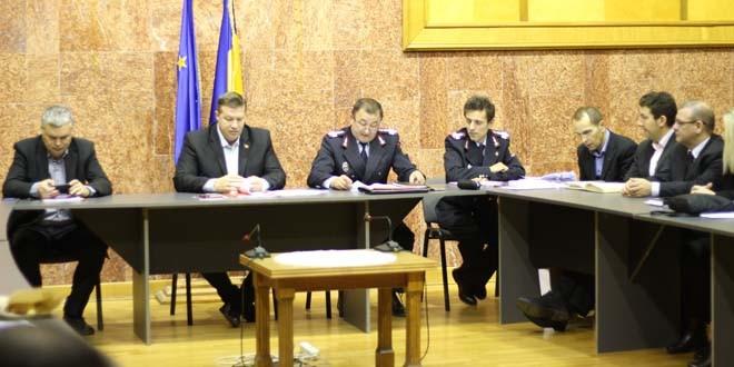 Din şedinţa Comitetului Judeţean pentru Situaţii de Urgenţă: intervenţia pe drumurile naţionale şi judeţene, respectiv… invazia lăcustelor