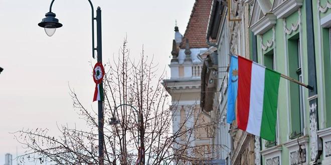 Primarul din Odorheiu Secuiesc, amendat a treia oară pentru nearborarea drapelului României