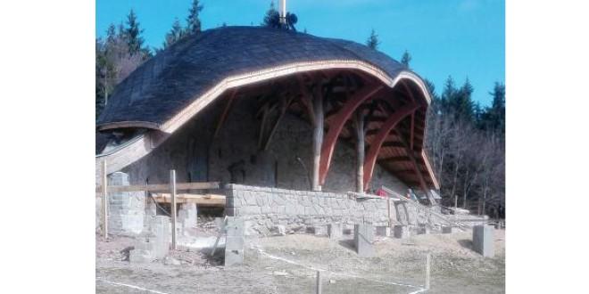 Lucrări de renovare la altarul triplu de pe Şumuleu-Ciuc, unde Papa Francisc va celebra, în 1 iunie, Sfânta Liturghie