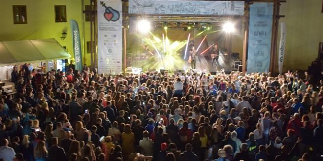 Peste 28.000 de lei s-au adunat din bilete şi donaţii în cadrul festivalului caritabil <i>Muzicieni harghiteni pentru copii harghiteni</i>