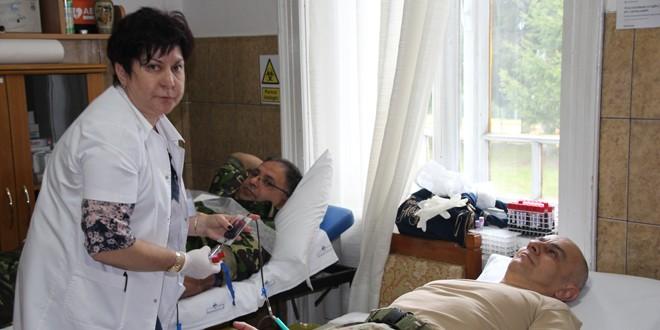 Militarii harghiteni au răspuns apelului de a dona sânge în contextul vizitei Papei Francisc