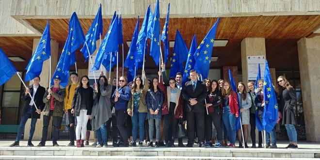 Miercurea Ciuc: Târgul Serviciilor Publice Europene şi flash mob, de Ziua Europei