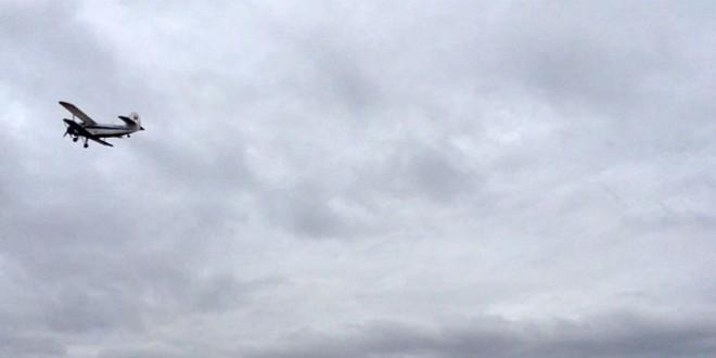 Un avion de mici dimensiuni, care împrăștia substanță antirabică, a aterizat forțat în zona Vârfului Mădăraș