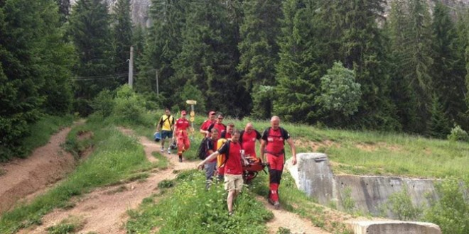 Intervenţie pentru salvarea a două femei care s-au rănit pe traseul turistic de la Suhardul Mic spre staţiunea Lacu Roşu