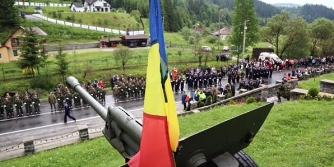 La Monumentul-Mausoleu de la Gura Secului:Un gând către ostaşii români care şi-au dat viaţa pentru apărarea şi reîntregirea patriei