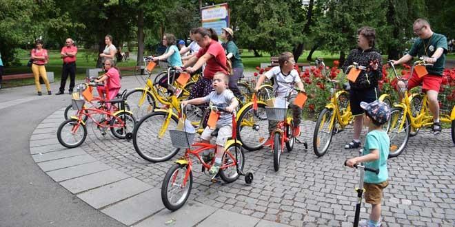 Triciclete şi biciclete pentru copii şi tineri cu sindrom Down