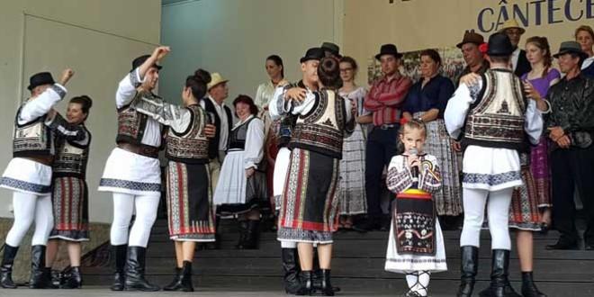 """Festivalul Naţional de Folclor """"Cântecele Oltului"""" – cele mai multe premii pentru judeţul Harghita"""