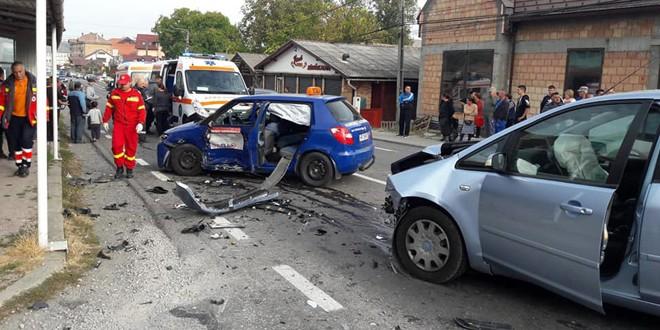 Accident cu patru răniți, din care doi grav, provocat de un cursant auto