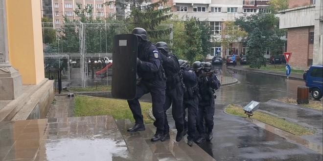 <h6><i>Ieri după-masă, la Miercurea  Ciuc:</h6></i> Exercițiu al jandarmilor harghiteni