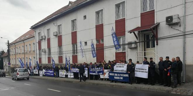 Angajații sindicaliști ai Penitenciarului din Miercurea Ciuc cer demisia conducerii închisorii