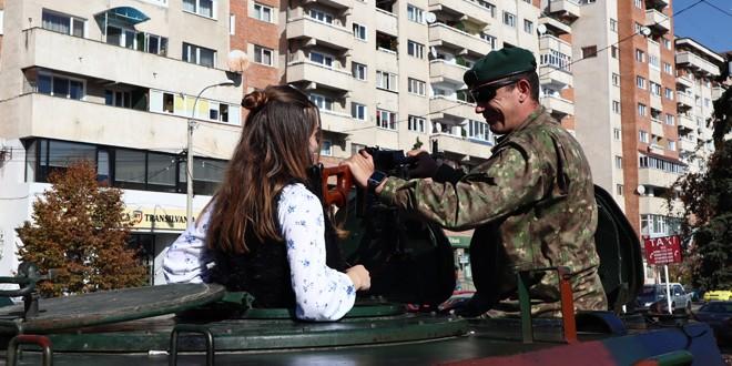 <h6><i>De Ziua Armatei României</i></h6>Expoziție a tehnicii militare și ceremonie militară în centrul municipiului Miercurea Ciuc
