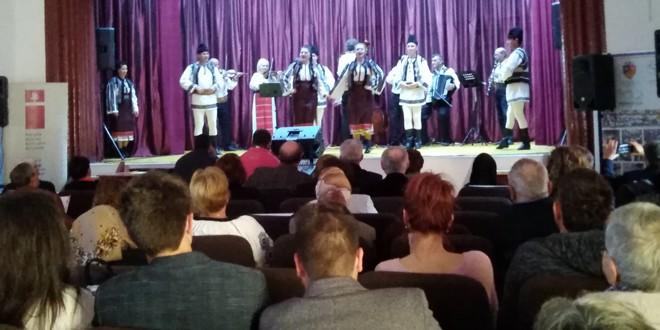 Moment festiv şi spectacol folcloric la Căminul Cultural Subcetate