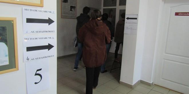 Miercurea Ciuc: Corturi în faţa secţiilor de votare, pentru a ajuta la respectarea distanţării fizice, şi dispecerat permanent în ziua alegerilor