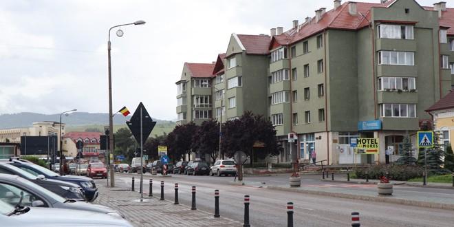 Numărul cazurilor COVID-19 pozitive creşte în municipiul Topliţa; alarmant la Sărmaş şi Gălăuţaş