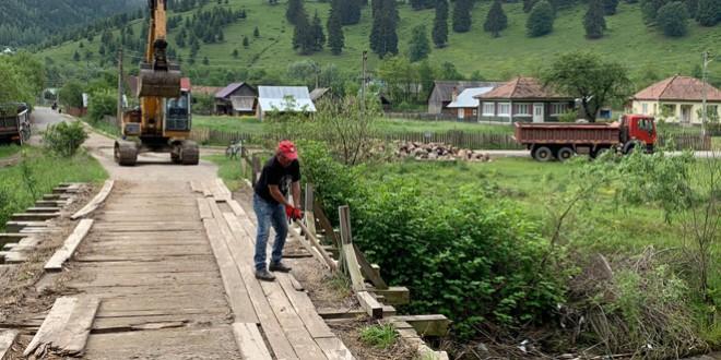 Au început lucrările la podul peste râul Bistricioara, care leagă Poiana Veche de Tulgheş