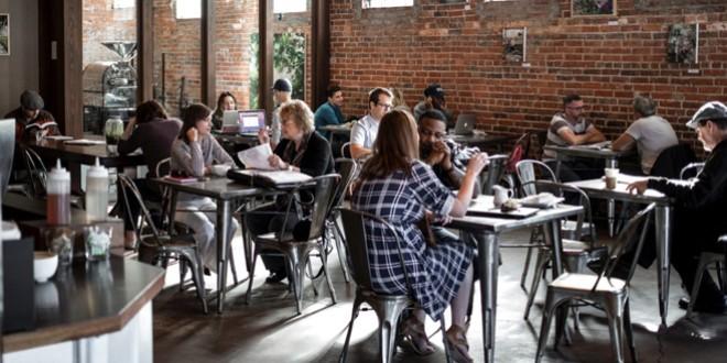 De astăzi se redeschid spaţiile interioare ale restaurantelor și cafenelelor, dar și sălile de spectacole