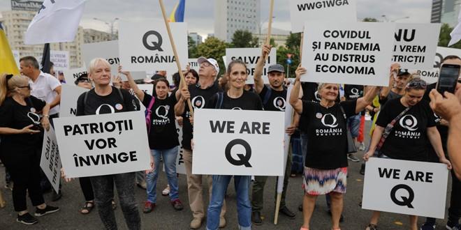 """Problema ontologică a """"patrioţilor Qanon"""" şi a """"soldaţilor digitali"""""""
