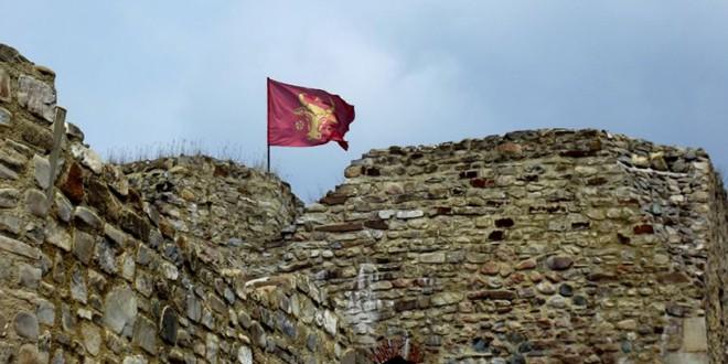 În primă instanţă, Fundaţia Szekler Monitor a pierdut procesul în care încerca îndepărtarea steagului Moldovei de pe Cetatea Neamţ