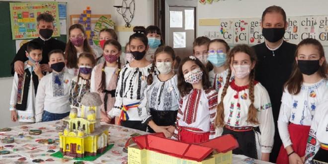 """Peste o mie de lei strânşi în urma acţiunii caritabile """"Din inimă pentru inimă de român"""""""