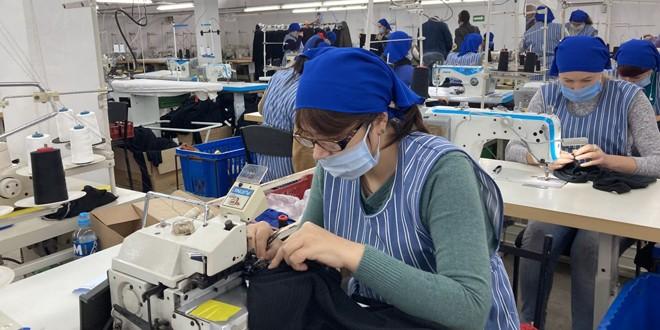 Harghita: număr mare de femei intrate în şomaj pe fondul disponibilizărilor colective din industria textilă